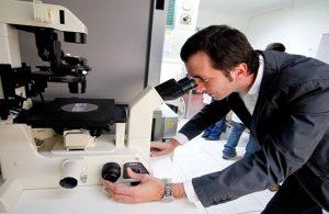 Científico chileno cada vez más cerca de curar la ELA