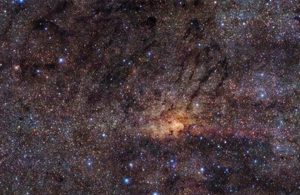 Descubierta antigua explosión estelar en impresionantes imágenes de la región central de la Vía Láctea obtenidas con telescopio ESO