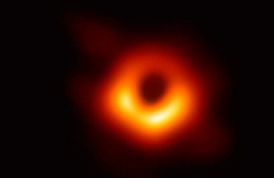 El logro tuvo participación chilena: primera imagen de un agujero negro fue destacada como el «descubrimiento del año» | Marca Chile