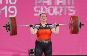 Deportista chilena Maria Fernanda Valdes levantando pesas en los panamericanos