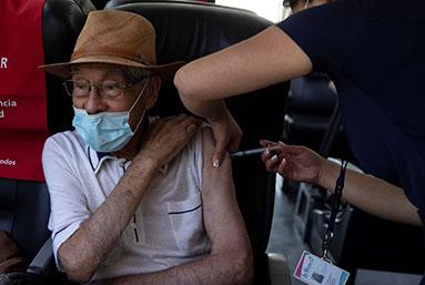 Chile vacuna contra la covid- 19 a casi 1,3 millones de personas en una semana