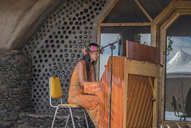 Isla de Pascua nos regala una pianista